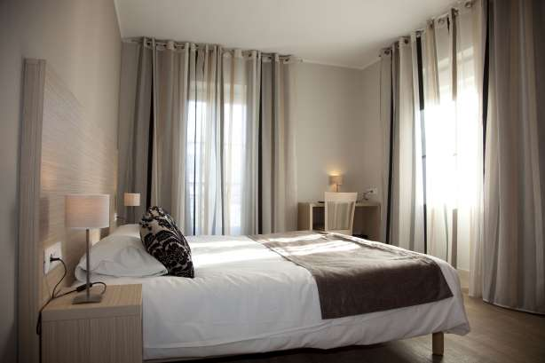 Hotel in menton 3 star seaside hotel de londres menton 06 for Chambre londres